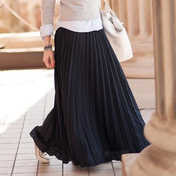 49c378b0ee Banana Republic Dresses & Skirts - Banana Republic black pleated maxi skirt